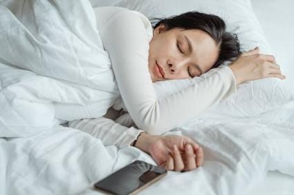 dormir afecta a la piel
